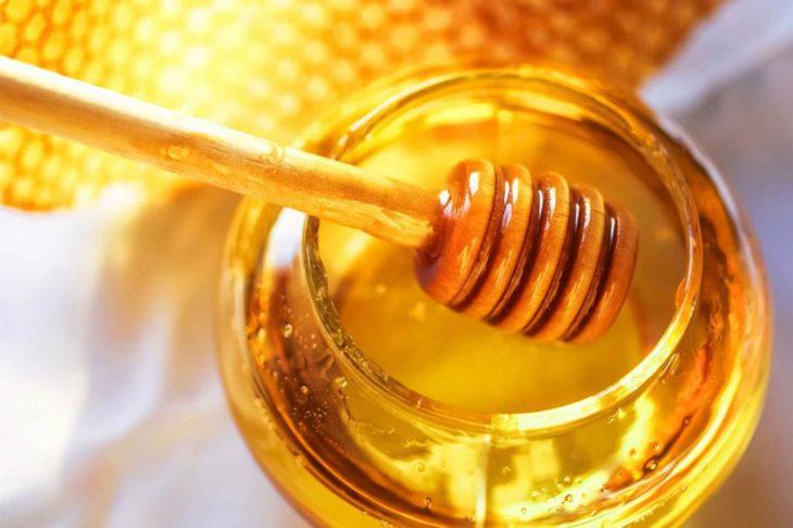 мед с ложкой