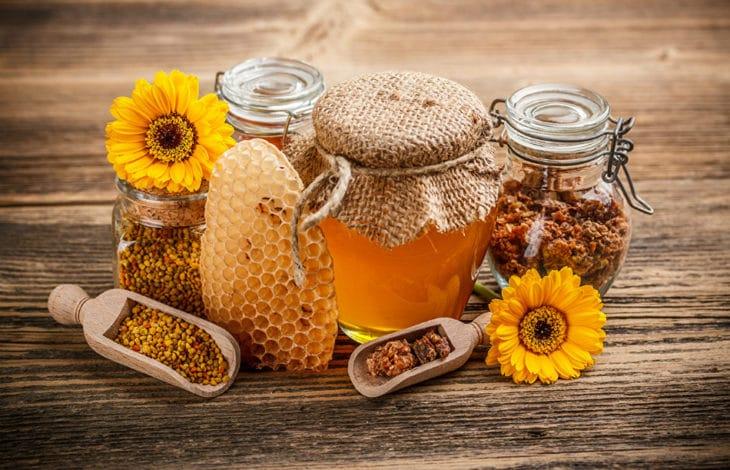мед на древесине