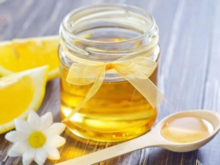 ложка с лимоном и медом