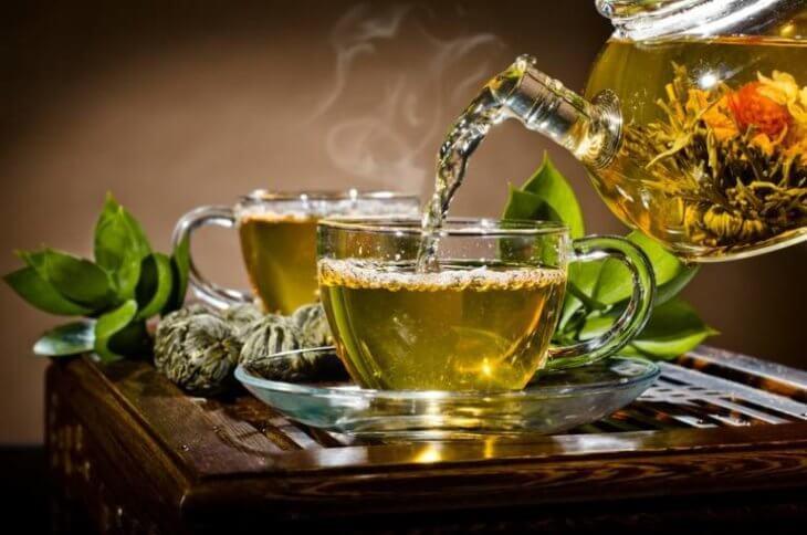 горячий чай с мятой и медом