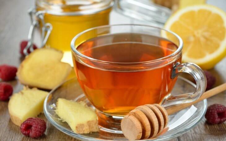 чай с ложкой меда