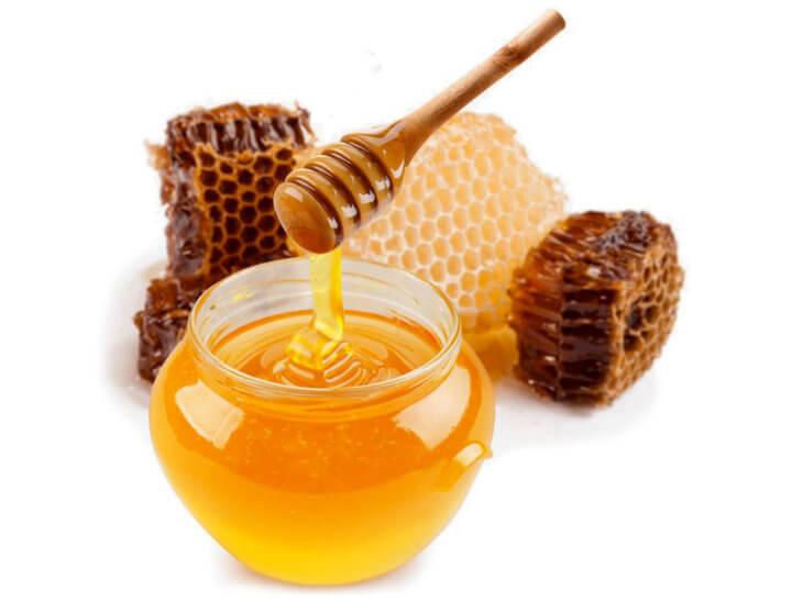 сотовый мед с ложкой