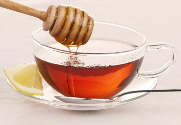 мед с лимоном в чае