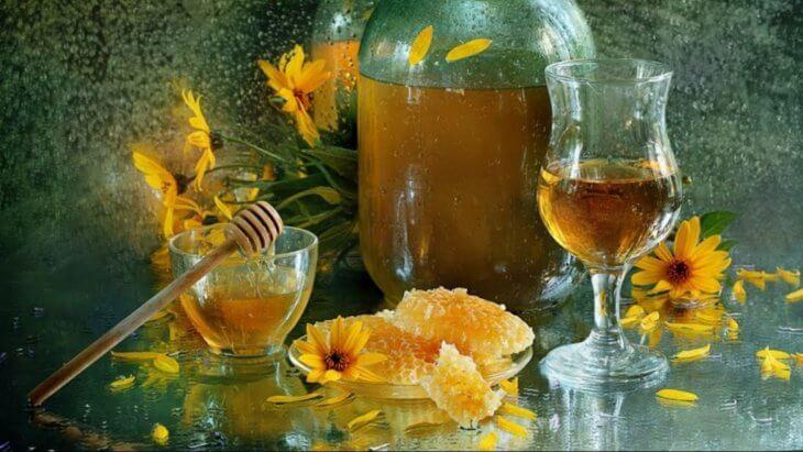 медовуха с медом и цветами