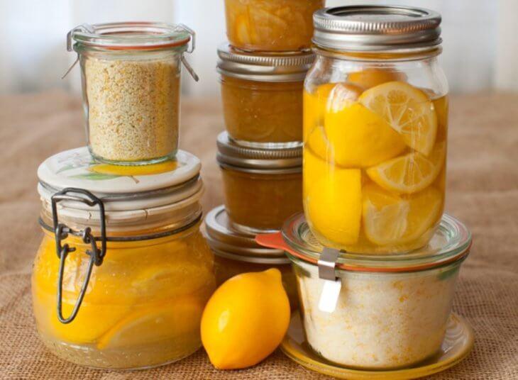 банки с медом и лимоном