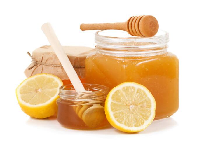 банки с медом и лимонами