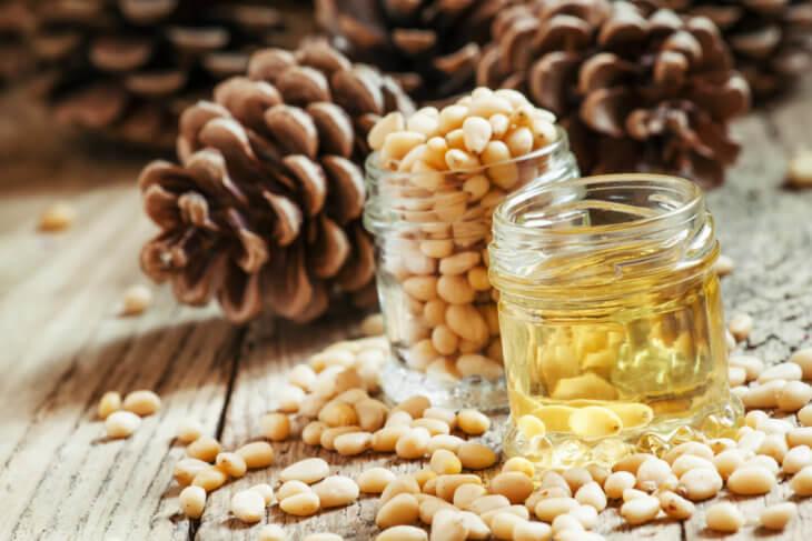 кедровые орехи с медом и шишками