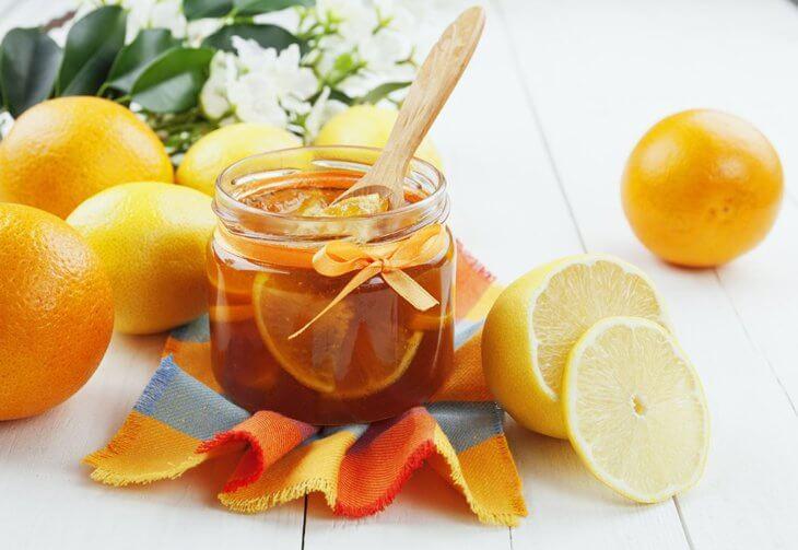 лимон с медом в банке