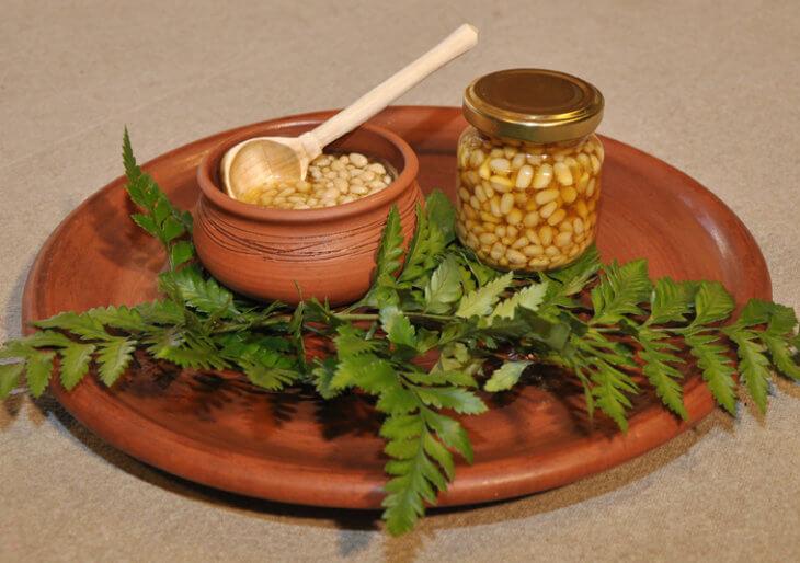 кедровые орешки в меду