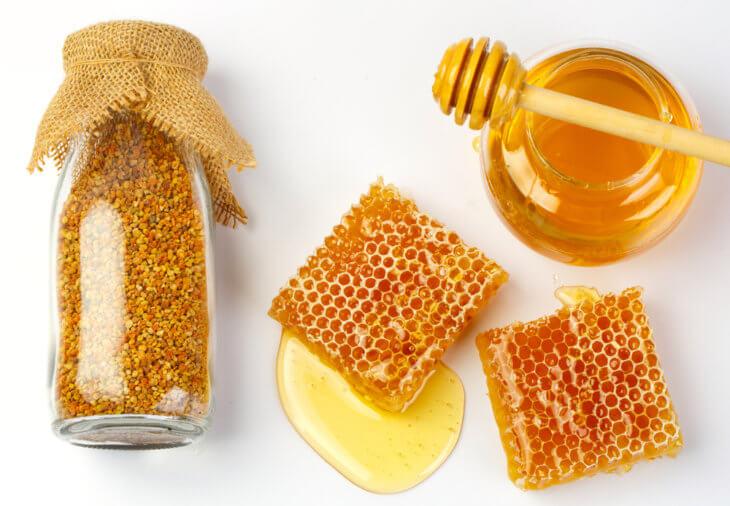 соты, перга и жидкий мед