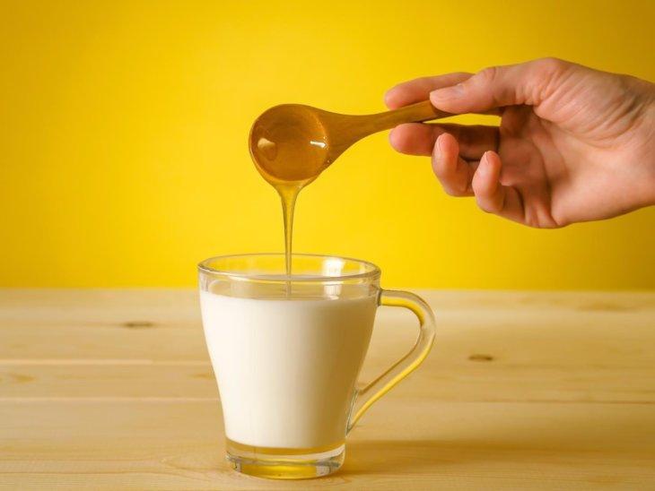 молоко с медовым компонентом