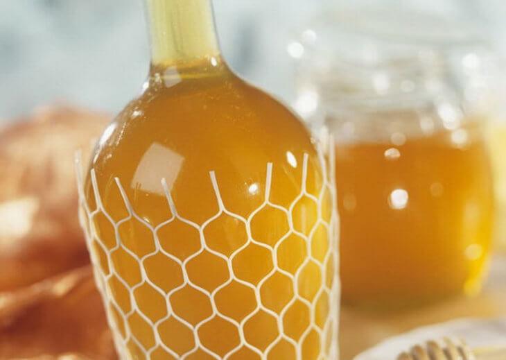 бутыль с медовый напитком