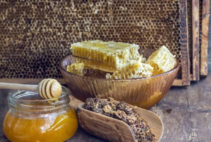 сотовый мед и прополис